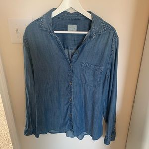 American Eagle denim chambray button down shirt